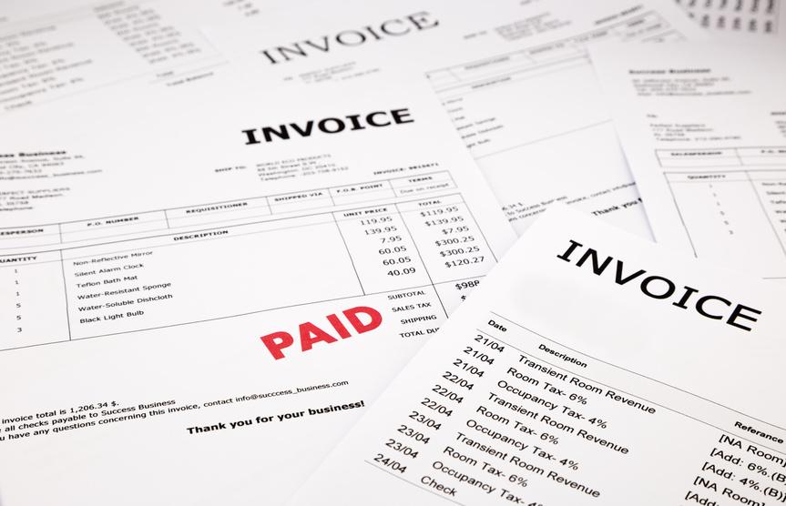 חשבוניות וחשבונות עם חותמת שולם