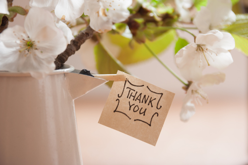 זר פרחים עם פתק תודה